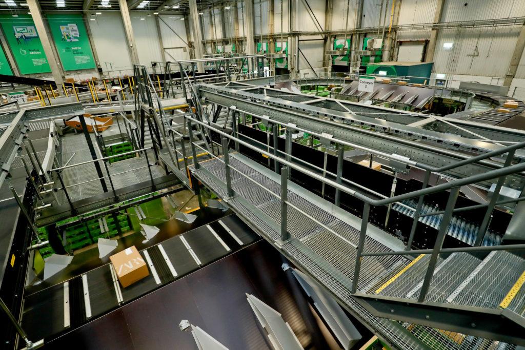 DHP Interior Paketzentrum mit Paketverarbeitung