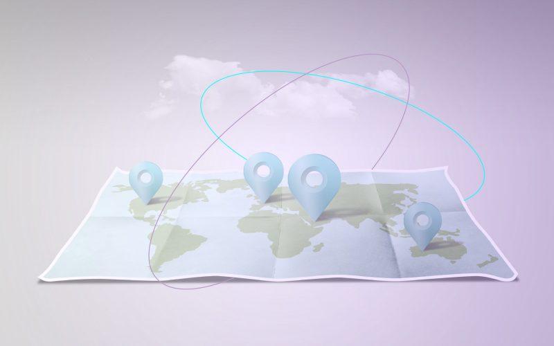 Weltkarte in Form eines Faltplans mit markierten Geopunkten